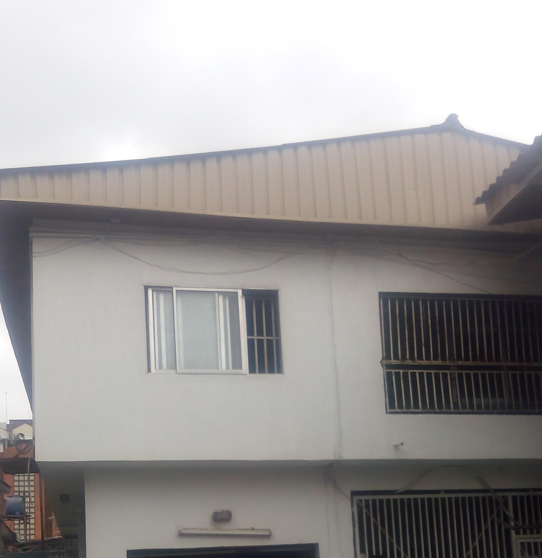 Neatly renovated five bedroom duplex in ikeja